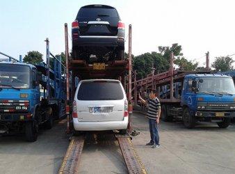 小汽车托运装车现场